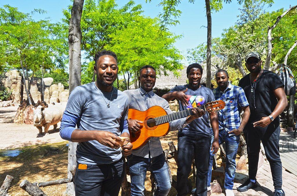 """En BIOPARC Valencia concierto para """"Salvar a los Rinocerontes"""" de Elemotho, uno de los """"Top 10"""" músicos africanos"""