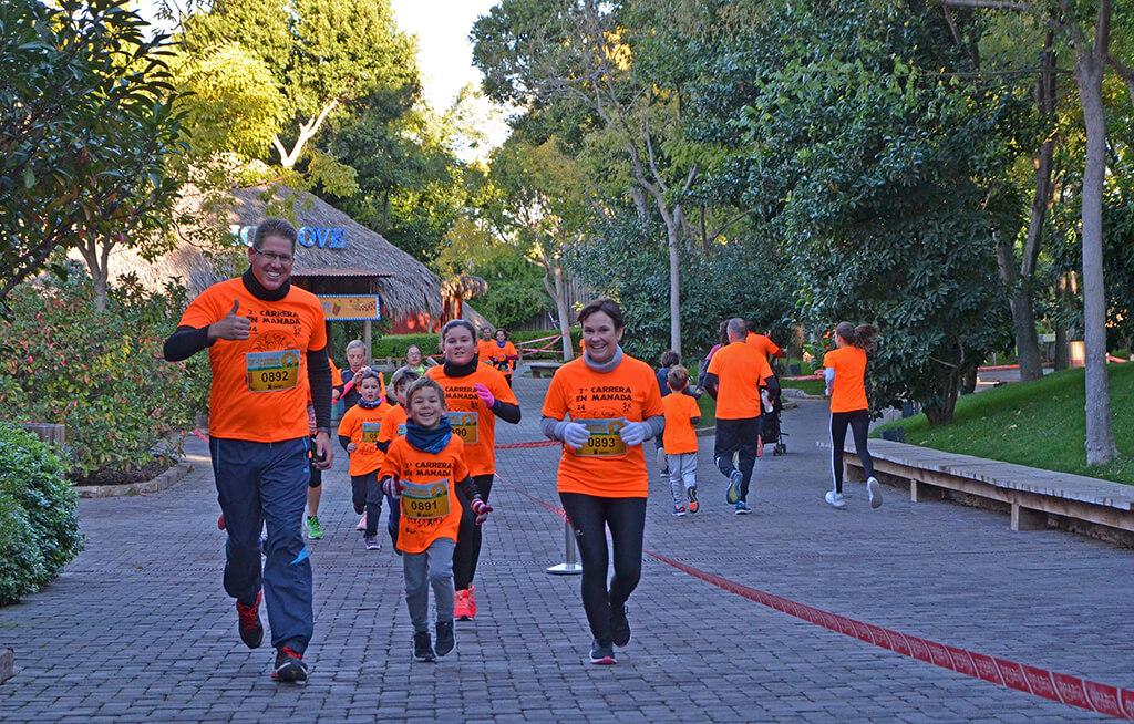 Una manada naranja y solidaria corre la 7 Carrera en Manada de BIOPARC Valencia