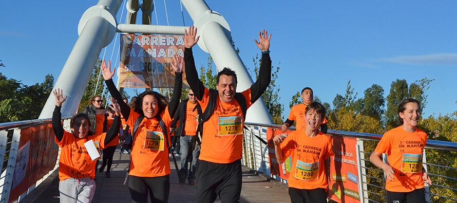 Una manada naranja y solidaria corre la 7 Carrera en Manada