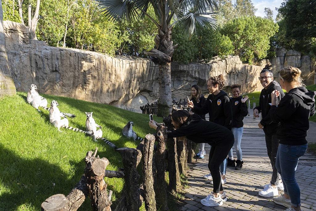 Jugadoras del Valencia CF Femenino visitan BIOPARC en la semana de la mujer