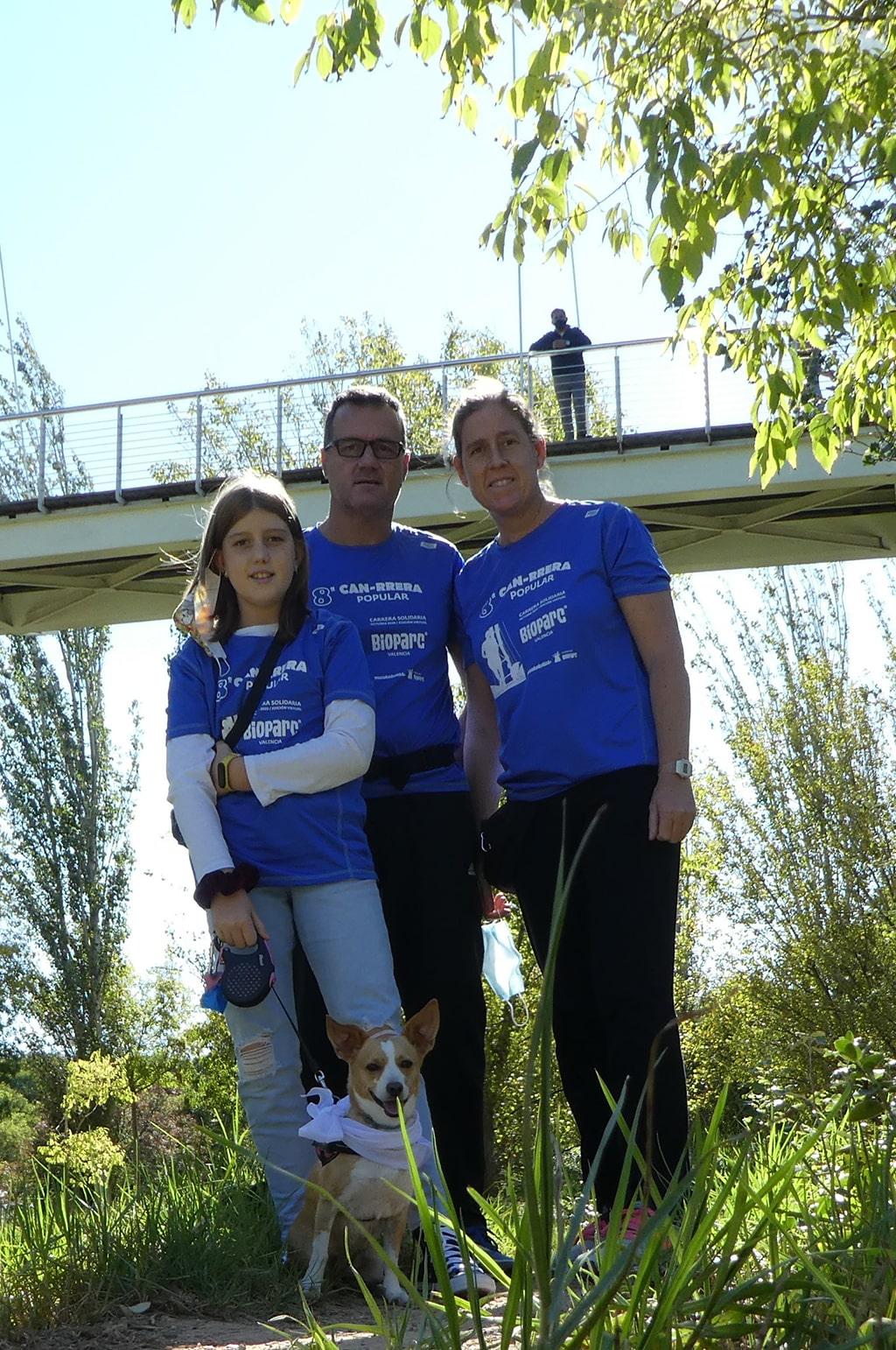 Familia participante en la edición virtual de la 8 CAN-RRERA solidaria de BIOPARC Valencia